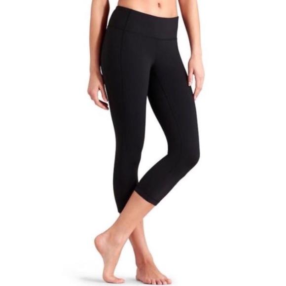 ccf6b4b4f5e7 Athleta Pants - Athleta Revelation Capri Leggings Black  921636